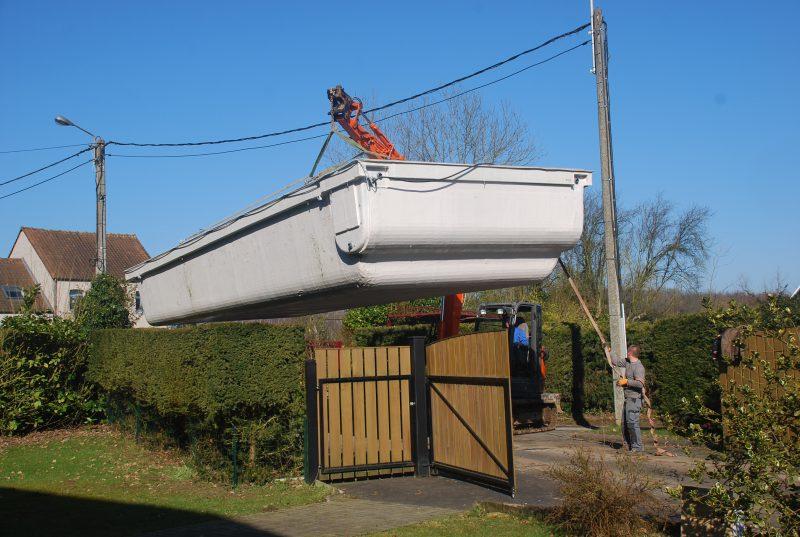 Suivre l 39 installation d 39 une piscine monocoque pas pas for Piscine monocoque