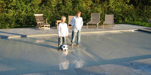 Waarom een automatische zwembadafdekking of rolluik op uw zwembad plaatsen ?