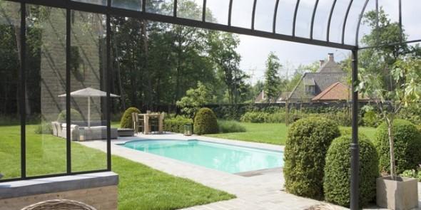 Houten zwembad of polyester monoblok baden?