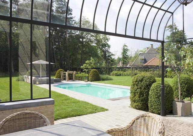 Houten zwembad of polyester monoblok baden for Houten zwembad bouwen