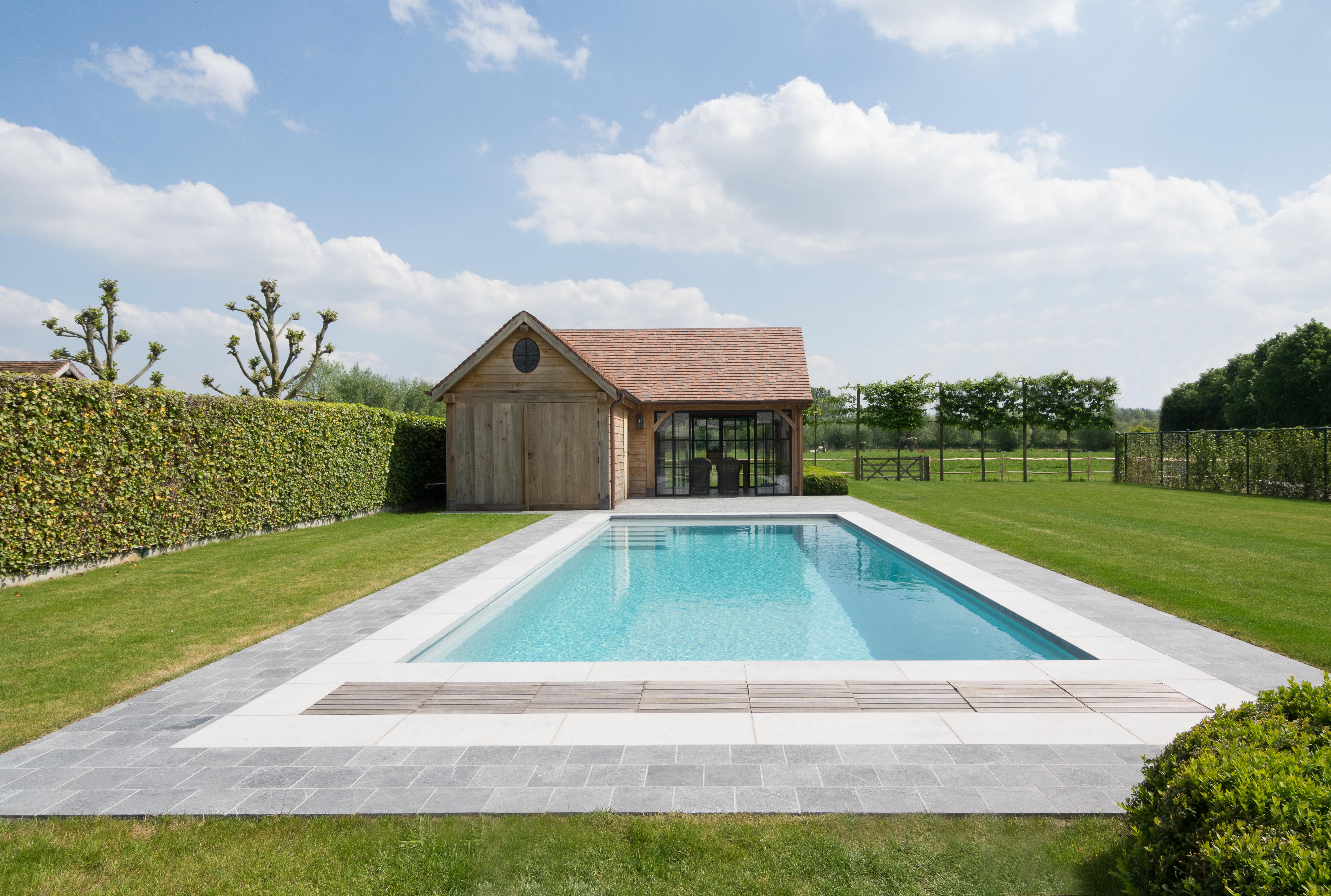 Piscine A Moins De 100 Euros combien coûte une piscine monocoque ? - lpw pools magazine
